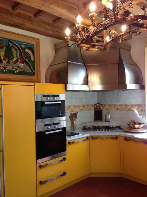 Pavorotti kitchen