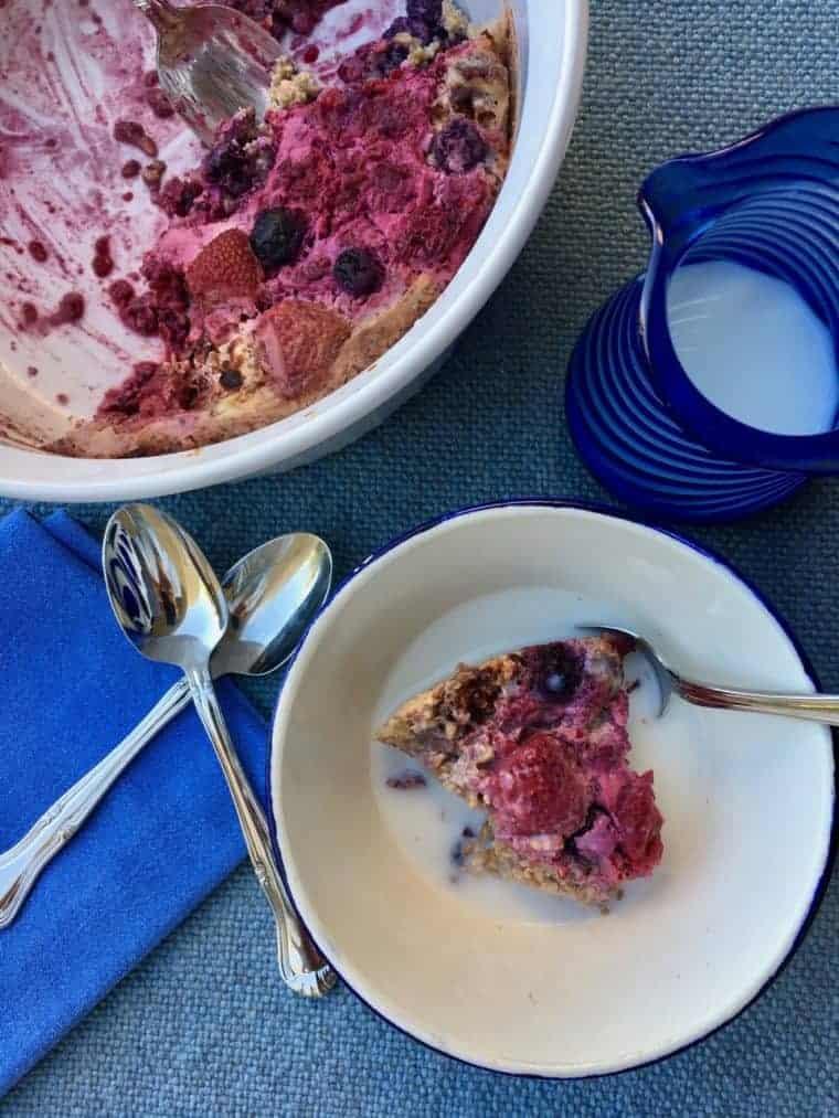 Berry Cardamom Baked Oatmeal | LiveBest