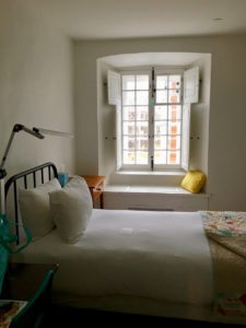 room at Monastere des Augustines, photo by July Barbe, LiveBest.info