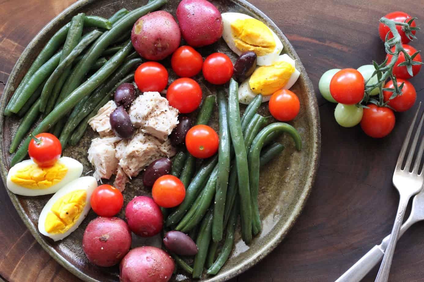 plate of tuna, green beans, potatoes